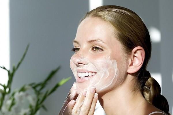 aknicare cleanser sữa rửa mặt dành cho da mụn